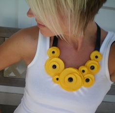 Bib flower necklace by NoPlainTsStack cut felt circles, tack together, and glue a small button on top. Adorable little ranunculus flowers to do anything with!You will enjoy this site! Felt Necklace, Fabric Necklace, Leather Necklace, Diy Necklace, Leather Jewelry, Crochet Necklace, Necklaces, Yellow Necklace, Textile Jewelry