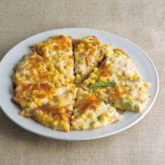 おしゃれなピザもツナのうまみが味出しになります。切り口から見えるアボカドは火を通しても色鮮やか。