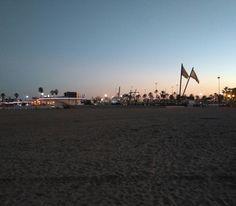 Anochecer en la Playa de la Malvarrossa. Hoy estaremos de visita en Valencia #igersvalencia #visitvalencia