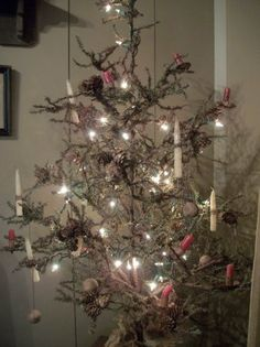 Oooooh!!!  I LOVE this tree -- all wispy and ragged looking with minimal decorations and PERFECT white lights!!!