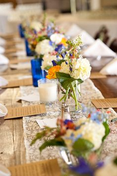 OBSESSED with this #rustic wedding and the beautiful #centerpieces and table #setting {Photography by Cynthia}