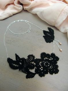 Christmas calendar 2009: 24. Lace necklace