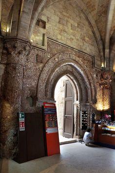 Castel_del_monte,_interno,_portale_04.jpg (2304×3456)