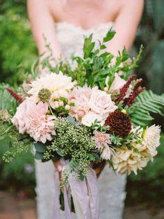 50 ramos de novia 2017 en los que debes inspirarte para tu boda. ¡Da color a tu look con las mejores flores! Image: 30