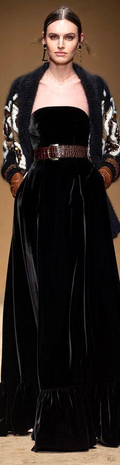 Fall 2020 RTW Luisa Spagnoli Fashion 2020, High Fashion, Women's Fashion, Fashion Trends, Louisa Spagnoli, Classic Style Women, Fashion Updates, Black And Brown, Evening Gowns