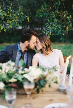 Natural photography of intimate moments from a simple, organic wedding with a neutral color palette. #organicweddinginspiration #simpleweddings #realweddingphotograpy #weddingphotography