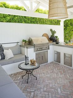 Patio Ideas to Beautify Your Home On a Budget Patio ideas furniture that is inspired by the charming outdoor that can set the mood . Patio Ideas to Beautify Your Home On a Budget Outdoor Kitchen Cabinets, Outdoor Kitchen Design, Kitchen Counters, Patio Kitchen, Small Outdoor Kitchens, Kitchen Appliances, Out Door Kitchen Ideas, Small Patio Design, Modern Outdoor Kitchen