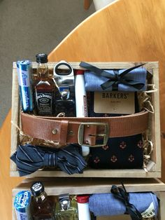 Gift Box Wonderful 30 Manly Groomsmen Gifts Ideas For Your Buddies Groomsmen Gift Box, Groomsman Gifts, Gift Hampers, Gift Baskets, Hampers For Men, Gifts For Wedding Party, Party Gifts, Wedding Favors, Homemade Gifts
