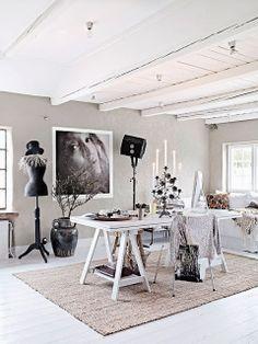 Espacio de trabajo de la fotógrafa Hannah Lemholt de Honeypielivingetc ♥