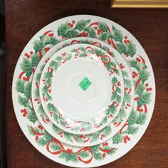 Six Under Six: Chic and Cheerful Holiday pieces   DC Goodwill Fashionista: Dinner Plates: If you caught my Thanksgiving decor post last month, you know that I've found some amazing ways to save money on tablescapes by turning to Goodwill