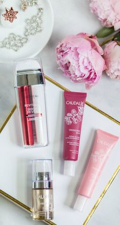 Best skincare products for women in their 20s - including the best moisturizers and sunscreen for anti-aging that aren't greasy or oily. Click through this pin to see the full post by beauty blogger Ashley Brooke Nicholas!