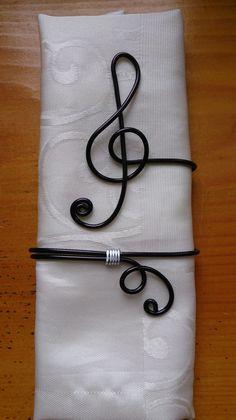 rond de serviette N°8 fil aluminium : Cuisine et service de table par mandy-fantaisie