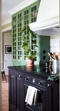 Köksinspiration – underbart grönt lantligt kök