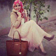 Image about hijab in أناقة محجبات by حوريه on We Heart It Arab Fashion, Islamic Fashion, Muslim Fashion, I Love Fashion, Modest Fashion, Muslim Girls, Muslim Women, Turban, Hijab Collection