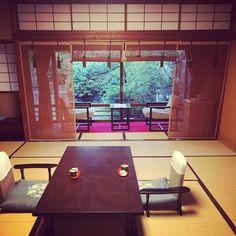お世話になりますべにやさん 有形文化財のこのお宿温泉の湯も良く日本の美今回はアワビとウニ蟹はまた次回にとっておくのよ  #福井 #日本家屋 #有形文化財 #べにや #日本の美 #旅館 #ryokan #fukui #gocciso #simplicity #classic