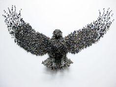 Shawn réalise d'impressionnantes sculptures inspirées du Pixel art avec de simples cubes en bois