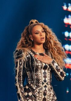 The latest news on the Queen👑 Queen Bee Beyonce, 4 Beyonce, Beyonce Knowles Carter, Beyonce Style, Beyonce And Jay Z, Destiny's Child, Cute Celebrities, Celebs, Divas