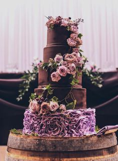 """Le gâteau de mariage une délicieuse séduction qui nous a inspiré à créer cet article. En réalité le """"wedding cake"""" est un must have pour le jour de mariage. Wedding Cake"""