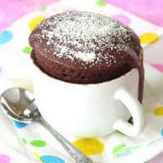 Want a delicious chocolate cake in three minutes flat? Try our delicious Chocolate Cake in a Mug recipe! Makes a fair lot so make sure you use a really big cup - or divide the mixture into two. Microwave Cupcake, Microwave Chocolate Cakes, Chocolate Mug Cakes, Microwave Recipes, Baking Recipes, Cake Recipes, Dessert Recipes, Chocolate Chips, Chocolate Muffin In A Mug Recipe