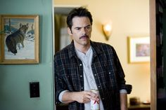 Twilight Saga - Charlie Swan/Billy Burke b/c Chief Swan may not be looking forward to being a father-in-law, but Billy is! New Moon Images, Moon Photos, Twilight Saga Series, Twilight Cast, Billy Burke Actor, Taekook, New Moon Movie, Charlie Swan, Twilight Pictures