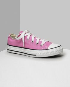 Low cut Converse All Stars. This classic canvas sneaker set the standard in cool and comfort. Available in kids sizes. With lace-up canvas uppers, contrast stitching and rubber sole and toe. Converse How To Wear, Outfits With Converse, Baby Sneakers, Converse Sneakers, Converse Logo, Diy Converse, Cheap Converse, Custom Converse, Black Converse