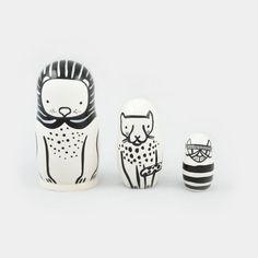 Poupées gigognes en bois en forme d'animaux Lion, Guépard et Chat S'imbriquent les unes dans les autres  Elément de décoration contenant une petite pièce Ne pas laisser à la portée d'un enfant moins de 3 ans