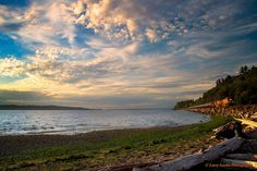 A stunning view from Picnic Point Park in Edmonds taken Sunday evening. Thanks to Larry Gorlin Photography for sharing!