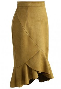 Hips won't lie in this sassy mustard suede skirt! Show off your figure in this skirt made all the more flattering by the frilly hemline. - Hi-lo design - Faux suede fabric finished - Frilling hemline - Concealed back zip closure - Soft suede fabric finished - Not lined - 100% polyester - Hand wash Size (cm) Length Waist Hip XS 55- 73 68 86 S 55-73 72 90 M 56-74 76 94 L 56-74 80 98 Size (inch) Length...
