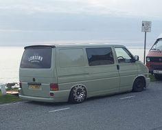 T4 Bus, Volkswagen Transporter T4, Vw Vanagon, Diy Camper, Camper Ideas, Camper Van, Grey Vans, Vanz, Busse