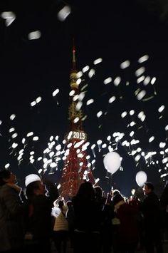Chegada de 2013 - Malásia - Balões são lançados ao ar no momento em que foi encerrada a contagem regressiva para o Ano-Novo Foto: Reuters