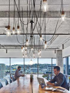 시애틀에 위치한 TV 네트워크 HBO의 사무 공간은 뉴욕을 기점으로 하고 있는 Rapt Studio에서 설계 디자인하였다. HBO의 업무 특성 상 필요한 유동적인 작업공간을 만드는 과정에서 미학적인 팔레트를 이용하여..