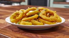 Onion bhaji rings seasoned with cayenne, coriander, garam masala and Mary's Kitchen, Onion Bhaji, Great Recipes, Favorite Recipes, Indian Food Recipes, Ethnic Recipes, Onion Rings, Garam Masala, Kitchens
