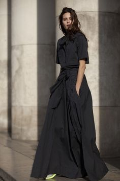 22/4's cotton shirtdress with scarf collar.