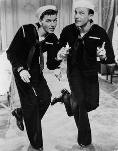 """Frank Sinatra y Gene Kelly en """"Levando Anclas"""" (Anchors Aweigh), 1945"""