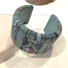 Bleu bracelet en bois Pyrogravure  chauffage au bois par Hoshika