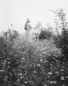 birdsong217:  AndréKertész Elizabeth peint une toile dans la nature, 1919