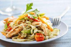 Para uma salada mista, crocante e super colorido, teste esta receita. Cozinhe 150 g de macarrão, com... - Receitas sem Fronteiras