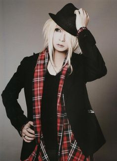 Hiyori (Kiryu) - I find it amazing that he looks great dressed as a man or woman