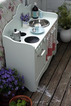 Adorable play kitchen! Love the poached egg.