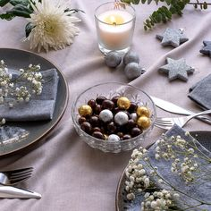 Our favourite flower themed Christmas recipes for Delight your guests with hibiscus iced tea, mini cob loaves and rosewater semifreddo! What will you be serving on your Christmas table this year? Christmas Inspiration, Food Inspiration, Cob Loaf, Christmas Lunch, Xmas Food, Iced Tea, Lunch Recipes, Table Decorations, Flowers