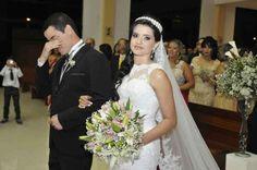 Marcelo Jeneci realiza sonho de fã e canta em seu casamento