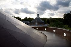 Danish-Icelandic artist Eliasson and Norwegian architect Thorsen of Snøhetta collaborated to design the Serpentine Gallery Pavilion in 2007.