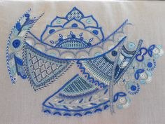 Broderie glazik - Ecole de Quemper Guillemette Tambour Embroidery, Indian Embroidery, Embroidery Art, Embroidery Stitches, Embroidery Patterns, Textiles, Hand Stitching, Needlepoint, Diy And Crafts