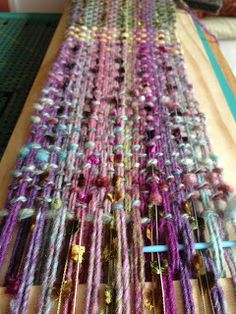 Burbs and the Bees: Board + nails = scarf.  DIY weaving.  Tutorial from Sunny Side up Mamma