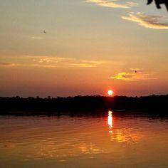 Y pensar que es el mismo sol que nos ilumina a todos por igual... Esta vez me encuentro con él en el río #Amazonas Visita #Peru !  #viajes #viaja #viajar #viajeros #travel #backpackers #backpacking #mochileros #trotamundos #mochilero #turismo #comuviajera #comunidadviajera #gopro #nature #naturehippies #nelsonmochilero #fun #yolo #river #rio #navegar #water #nature #naturaleza #green by nelsonmochilero