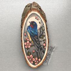 Wood slice with an original drawing of a swallow / door Inkspirednl
