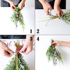 聞き手・文・写真 スタッフ二本柳フワッと香る、ハーブの花束。フラワースタイリストのsocuka(ソクカ)さんに教わって、スワッグやリースの楽しみ方をご紹介しています。本日お届けするのは、ハーブを束ねて