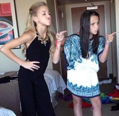Chloe and Kendall acting like their mothers :) does any one else notice that kendal is wearing the same outfit as her mom was wearing in season 2 nationals ? Chloe Kendall, Kendall K Vertes, Dance Moms Facts, Dance Moms Girls, Dance Mums, Chloe Lukasiak, Show Dance, Big Drama, Dance Company