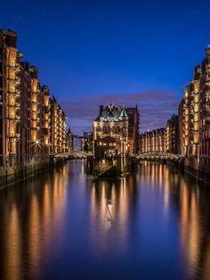Speicherstadt - Hamburg - Germany (by Markus van Hauten)