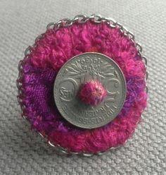 Bague textile bohème framboise et violet.